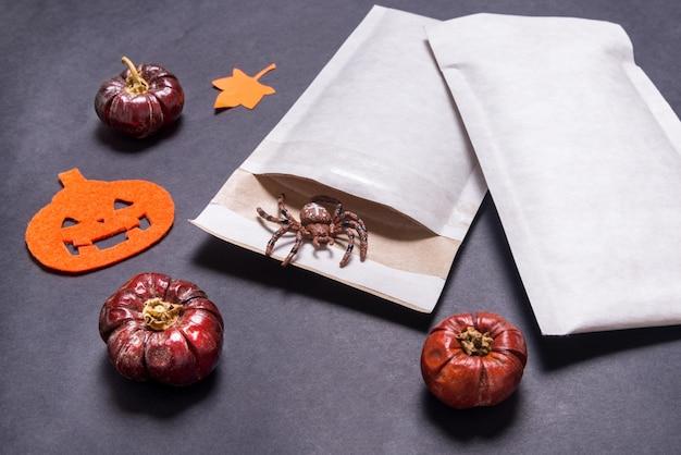 Koperty wyściełane używane jako prezent na halloween