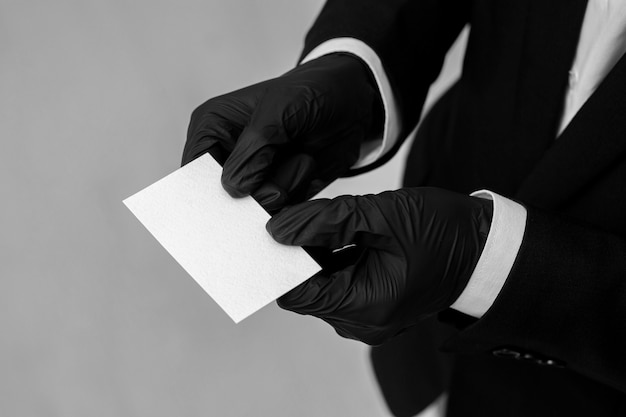Kopiowanie miejsca wizytówki posiadane przez osobę w ubrania biurowe