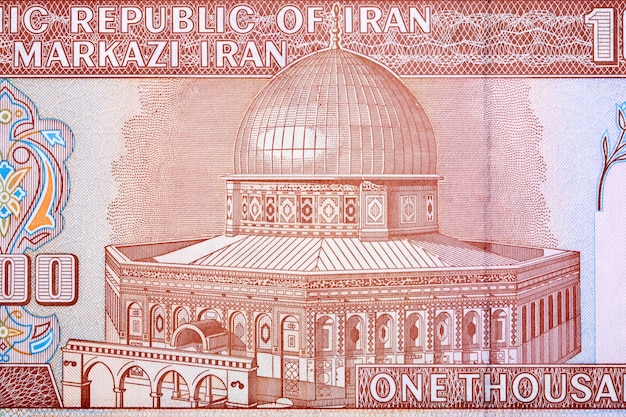 Kopuła na skale z irańskich pieniędzy