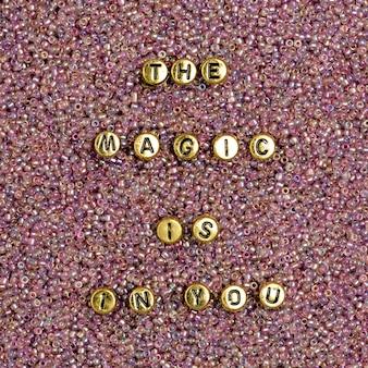 Koraliki list słowo praca zespołowa typografia