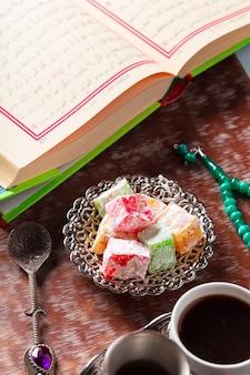 Koran, herbata i turecka rozkosz