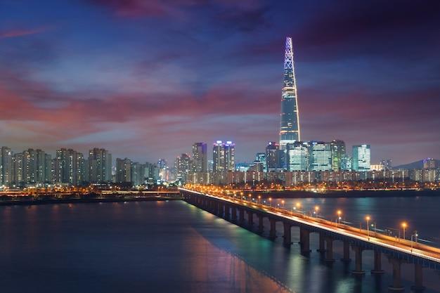 Korea południowa panoramę seulu, najlepszy widok na koreę południową z centrum handlowego lotte world w jamsil.