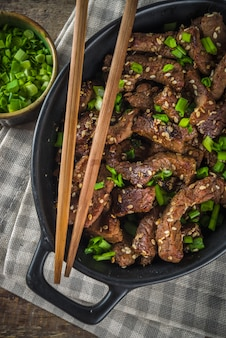 Koreańska wołowina bbq bulgogi