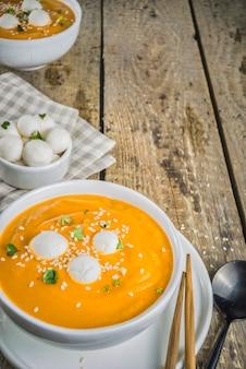 Koreańska zupa dyniowa hobak juk