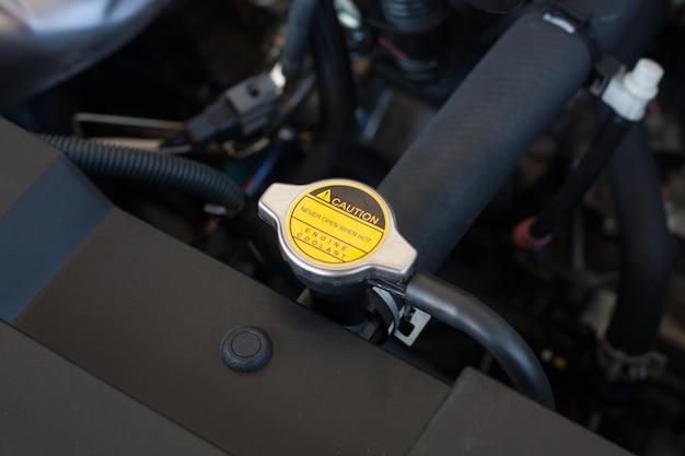 Korek płynu chłodzącego silnik samochodu