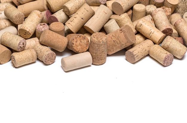 Korki do wina na białym tle