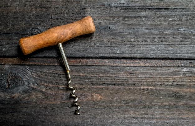 Korkociąg do wina drewniany