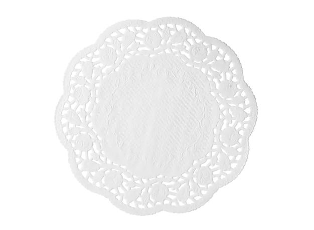 Koronkowa biała serwetka papierowa na białym tle