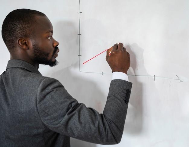 Korporacyjny mężczyzna rysunek wykres