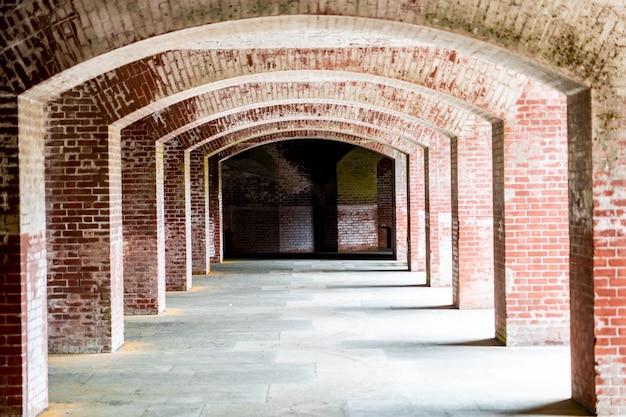 Korytarze fortu punkt w san fransisco, kalifornia.