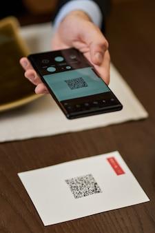 Korzystanie z urządzeń osobistych w celu uzyskania dostępu do menu restauracji