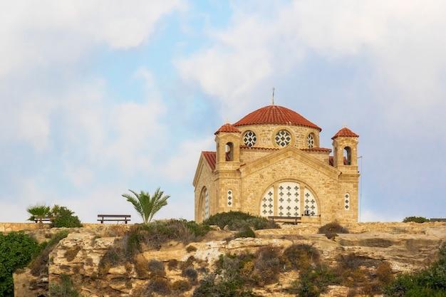 Kościół agios georgios w peyia niedaleko pafos na cyprze