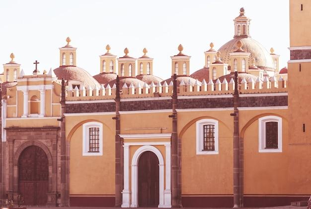 Kościół katolicki w meksyku. koncepcja podróży