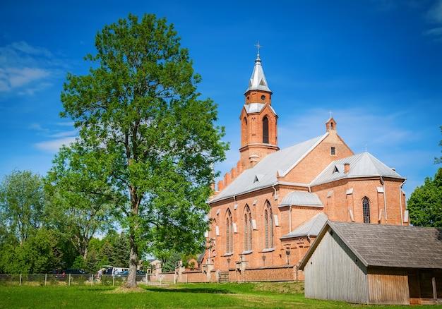 Kościół marii panny w kernave, historycznej stolicy litwy