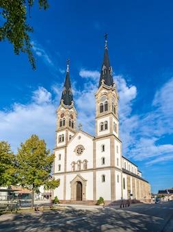 Kościół saint-symphorien w illkirch-graffenstaden w alzacji we francji