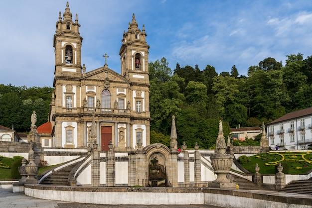 Kościół sanktuarium bom jesus do monte w bradze, portugalia.