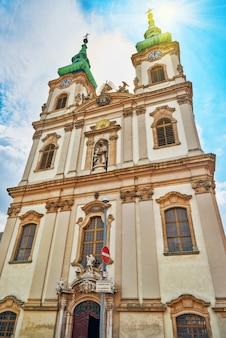 Kościół św. anny-kościół katolicki w budapeszcie, na prawym brzegu dunaju. znajduje się na placu batthyany pod wzgórzem zamkowym
