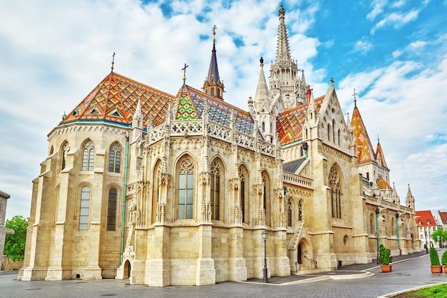 Kościół św. macieja w budapeszcie. jedna z głównych świątyń na węgrzech.