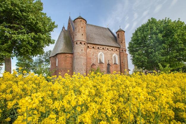 Kościół św. michała archanioła we wsi synkowicze na białorusi