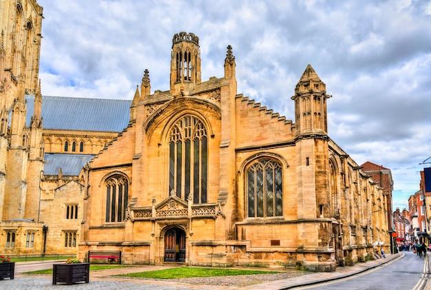 Kościół św. michała le belfrey w yorku – anglia, wielka brytania