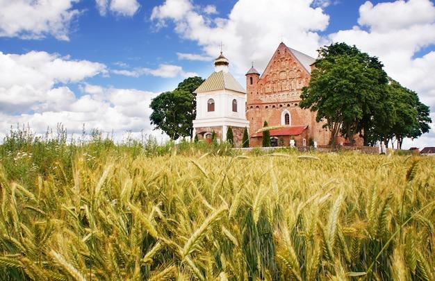 Kościół św. michała w synkowiczach, rejon żelewski, obwód grodzieński, na białorusi.
