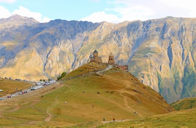 Kościół świętej trójcy gergeti lub kościół tsminda sameba, symbol kraju gruzji z górą kazbek