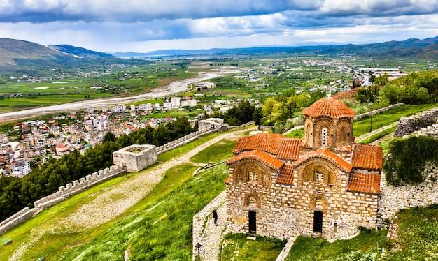 Kościół świętej trójcy, średniowieczny kościół bizantyjski na cytadeli berat w albanii