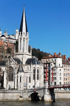 Kościół W Lyonie W Pobliżu Rzeki Darmowe Zdjęcia