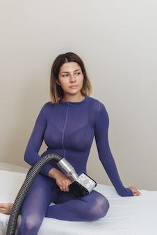 Kosmetolog. masaż drenaż limfatyczny proces aparatem lpg