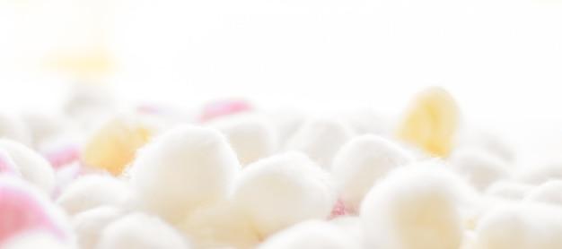 Kosmetologia branding i koncepcja czystości organiczne waciki tło dla porannej rutyny sp ...