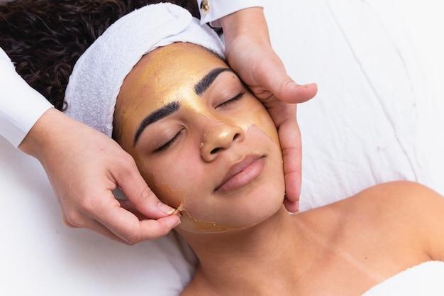 Kosmetyczka usuwająca maskę peelingującą do twarzy