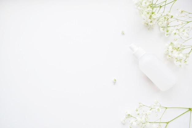 Kosmetyk, białe kwiaty łyszczec