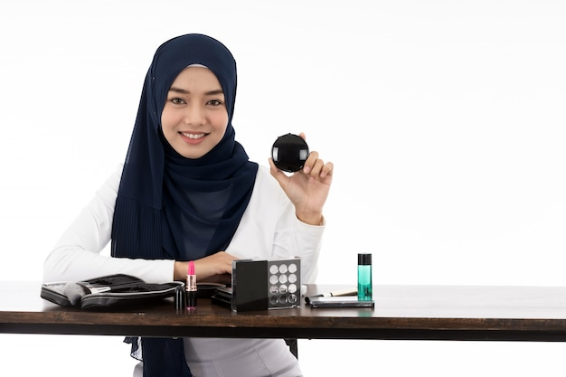 Kosmetyk piękna twarz muzułmanina