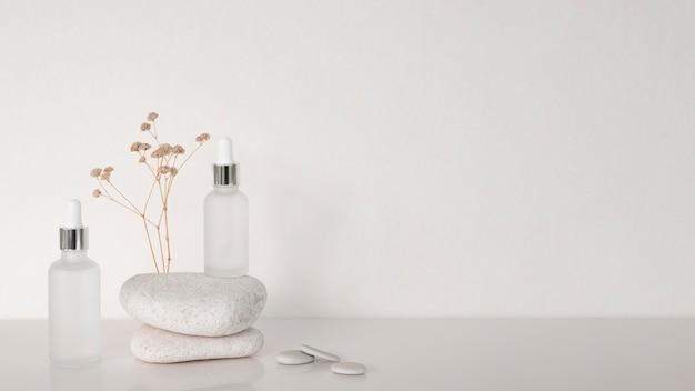 Kosmetyki dla różnych odbiorców z miejscem na kopię
