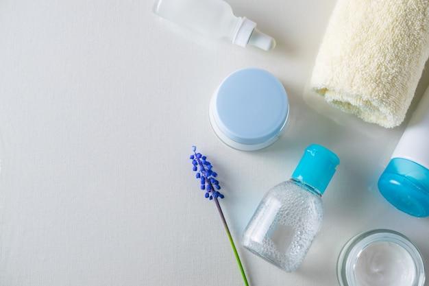 Kosmetyki do pielęgnacji skóry nad głową płaski skład leżący