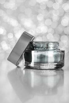 Kosmetyki luxe, krem nawilżający anti-age i koncepcja organicznej maski