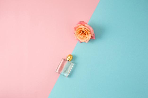 Kosmetyki na nowoczesnej kolorowej powierzchni