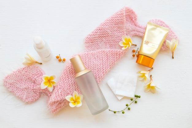 Kosmetyki pielęgnacyjne do skóry twarzy kobiety stylu życia