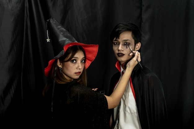 Kostium na halloween makijaż