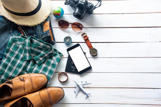 Kostiumy akcesoria podróżne. paszporty, bagaż, koszt map podróży przygotowanych do wyjazdu