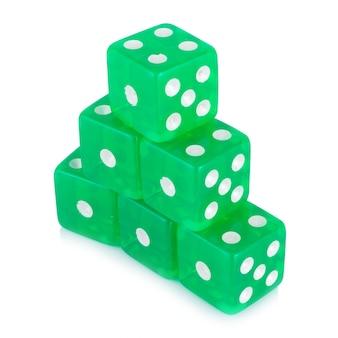 Kostka do gry zieleń odizolowywająca na bielu