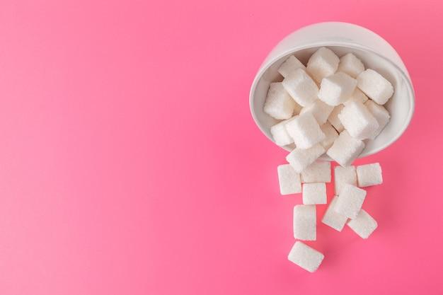 Kostki cukru w misce