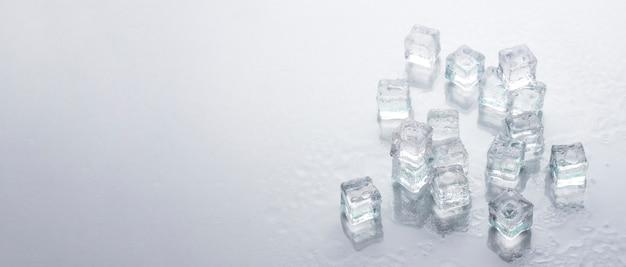 Kostki lodu . koncepcja chłodzenia, lód spożywczy.