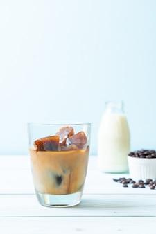 Kostki lodu z kawą z mlekiem