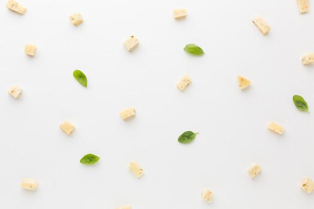 Kostki sera dla smakoszy leżące płasko