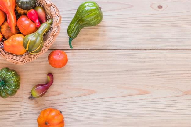 Kosz ze świeżymi warzywami
