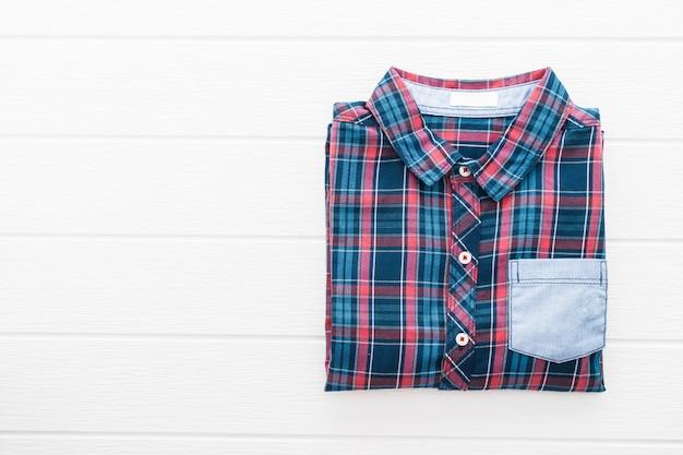 Koszula w kratę lub szkocką kratę