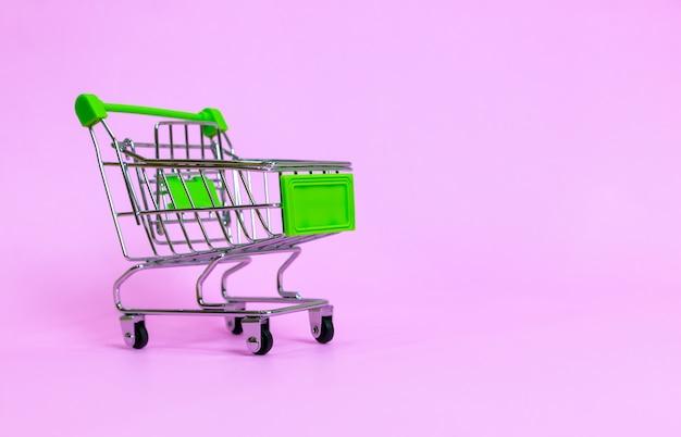 Koszyk w supermarkecie