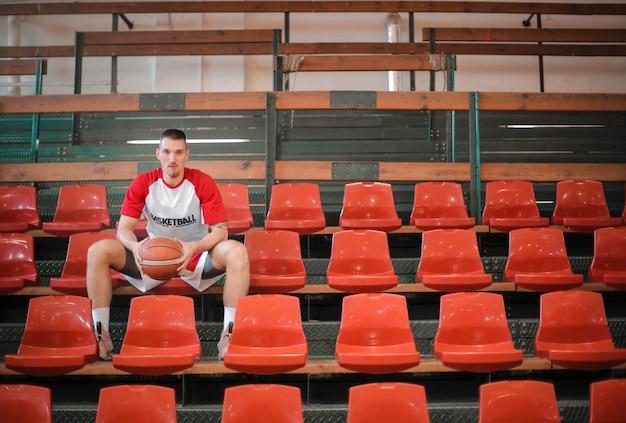 Koszykarz na grand-stand