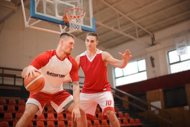 Koszykarze w akcji